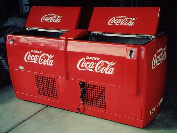 1947 Coca-Cola Double-Compartment Water Circulating Chest