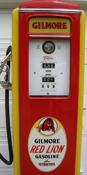 Tokheim Roar With Gilmore Gasoline Pump - Front Details