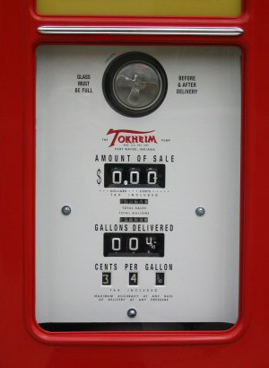 Tokheim Roar With Gilmore Gasoline Pump - Counter Detail